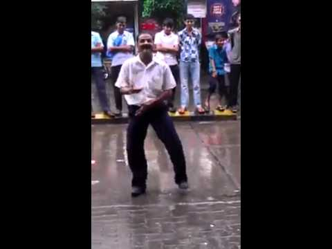 This Indian guy is crazy – check out his funny dance on the road